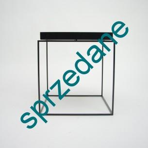 Stolik TRAY duńskiego producenta HAY. Ideą kolekcji stolików Tray jest zastąpienie jednego dużego niskiego stolika - kilkoma małymi.