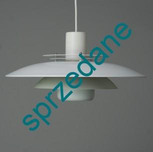 Modernistyczna lampa bliska w formie projektowi lampy PH duńskiego projektanta POULA HENNINGSENA. Idealna do każdego wnętrza. Całość aluminium.