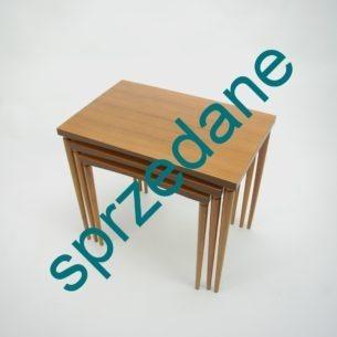 Modułowe stoliki. Bardzo funkcjonalny mebelek. Wiele możliwości ustawień. Blaty okleinowane. Nogi odkręcane. Produkt lat 70-tych