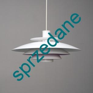 Modernistyczna lampa bliska w formie projektowi lampy PH duńskiego projektanta POULA HENNINGSENA. Idealna do każdego wnętrza. Całość metal (nie aluminium). Solidna i ciężka. Spory zapas przewodu. Produkt duński lat 70-tych.