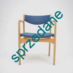 Charakterystyczna forma dla modernizmu lat 50/60. Bardzo ciekawa kolorystyka, która doskonale odnajdzie się w nowoczesnym wnętrzu. Produkt duński.