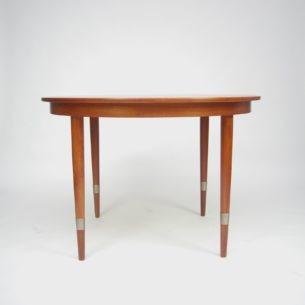 Piękny, rozkładany stół tekowy. Produkt duński lat 60-tych wytwórni SKOVMAND & ANDERSEN. Dokładane blaty. Trzy kombinacje rozłożenia.
