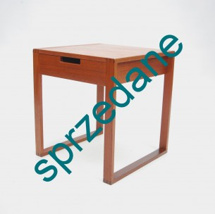 Modernistyczny stolik. Drewno tekowe. Produkt duński lat 60/70.