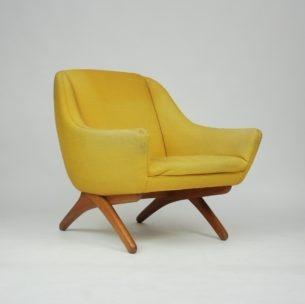 Fotel projektu ILLUM WIKKELSO. Manufaktura A. Mikael Laursen. Przedmiot o szczególnych walorach wizualnych. Kwintesencja duńskiego modernizmu. Egzemplarz kolekcjonerski. Konstrukcja wydaje się być wieczna, dlatego nigdy fotel nie straci na swojej wartości. Mebel z ogromnym potencjałem.