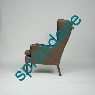 Duński fotel skórzany. Jedna z bardziej rozpoznawalnych form duńskiego wzornictwa. Solidna gruba skóra naturalna. Fotel będzie się pięknie starzał. Nie jest to model 2204 Børge Mogensena, ale może godnie go zastąpić. Produkt lat 60/70