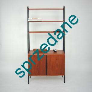 Modernistyczny regał. Komódka z półką. Dwie środkowe półki regulowane. Produkt lat 60-tych.