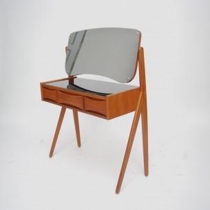 Smukły, efektowny mebel. Modernistyczna forma lat 60-tych. Produkt duński