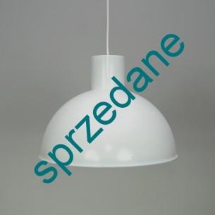 Industrialna, metalowa  lampa.