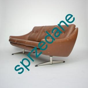 Trzyosobowa sofa skórzana. Niesztampowa, unikalna forma. Wyjątkowo klimatyczny mebel. Produkt duński lat 70-tych. Skóra naturalna.