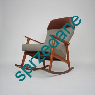 Fotel na biegunach. Konstrukcja tekowa. Siedzisko na sprężynach. Produkt lat 60-tych