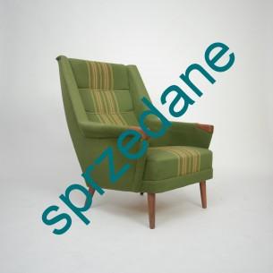 Modernistyczny fotel inspirowany projektami Folke ohlsson'a. Nogi i wykończenie podłokietników z masywu tekowego. Produkt duński lat 50-tych
