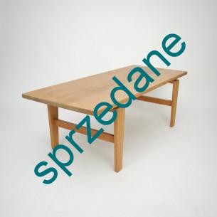 Modernistyczna, dębowa ława. Ciekawa minimalistyczna forma. Całość lity dąb. Mebel olejowany. Produkt duński lat 60/70.
