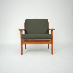 Majestatyczny, tekowy fotel z wytwórni FREM ROJLE. Projekt POUL M VOLTH. Imponujące podłokietniki. Całość z litego teku. Modernistyczna forma lat 60-tych. Dania.