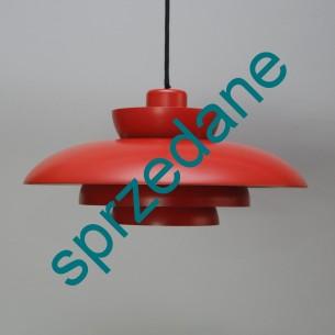 Modernistyczna, metalowa lampa. Ciemna czerwień półmat. Przewód w oplocie. Bardzo solidna. Produkt duński lat 60/70.