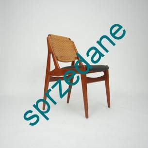 Krzesło o szczególnych walorach wizualnych. Projekt ARNE VODDER. Kunszt duńskiego rzemiosła. Piękna forma lat 60-tych. Oparcie ratanowe, ruchome. Wygodne siedzisko na pasach. Produkt duński.
