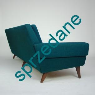 Modernistyczna sofa. Ciekawa i efektowna forma. Bardzo wygodna. Poszycie wełniane. Solidna konstrukcja. Nogi palisandrowe. Produkt duński lat 60-tych.
