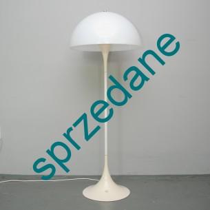 Klasyka designu. Lampa stojąca PANTHELLA. Projekt lat 60-tych, VERNER PANTON. Wytwórnia LOUIS POULSEN.
