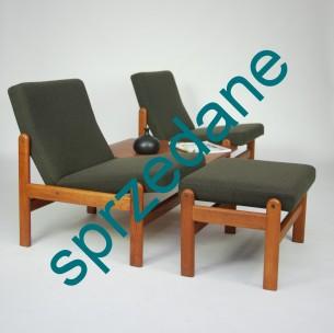 Unikatowa, modułowa sofa. Duński minimalizm. Całość stanowią dwa fotele łączone blatem. Mebel z wytwórni FDB dla której projektował Hans J Wegner oraz Børge Mogensen. Konstrukcja dębowa barwiona na tek. Mocowania mosiężne. Tapicerka wełniana. Produkt duński lat 60-tych.