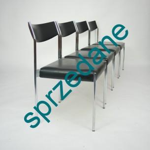 Cztery krzesła w bauhausowej konwencji. Stal chromowana. Siedziska na pasach. Solidna konstrukcja. Poszycie sztuczne. Stylistyka lat 60-tych.