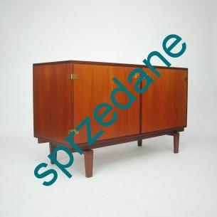 Komoda z wytwórni LOVIG. Drewno tekowe i mosiężne okucia. Piękne nogi i detale. Produkt duński lat 60-tych.