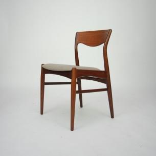 Set czterech tekowych krzeseł. Piękna modernistyczna forma lat 60-tych. Płynna linia i efektowne gięcia. Produkt duński.