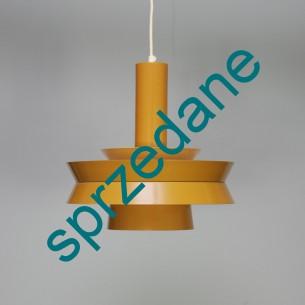 Ciekawa w formie modernistyczna, duńska lampa. Całość metal