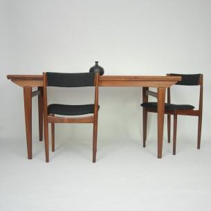 Wytworny palisandrowy stół. Bardzo ciekawa forma. Misterne wykończenia. Masyw i fornir palisandrowy, olejowany. Spory rozmiar. Dwie kombinacje rozłożenia. Produkt duński lat 60-tych.