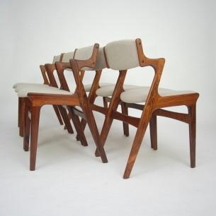 Set sześciu krzeseł z masywu palisandra. Manufaktura NOVA. Efektowna linia z funkcjonalnymi podłokietnikami. Piękna, modernistyczna forma lat 60-tych. Produkt duński, sygnowany.
