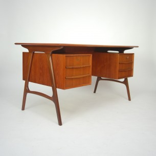 Wyjatkowe, duńskie biurko. Efektowna, modernistyczna forma. Solidna konstrukcja. Dwie szuflady na zamek (zamki sprawne). Kluczyk w komplecie. Całość olejowana. Produkt duński lat 60-tych.