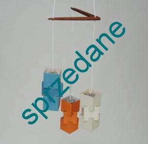 Unikatowa, modernistyczna lampa. Niezwykła forma lat 60/70. Klosze metalowe. Bumerang z drewna tekowego. Produkt duński. Doskonała do wnętrza w stylu skandynawskim.