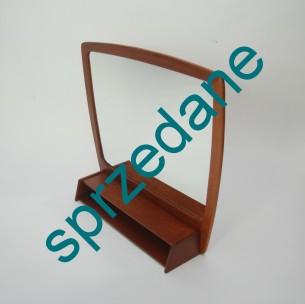 Piękne, modernistyczne lustro. Rama z litego teku. Mając na uwadze wodoodporne właściwości tego drewna jest idealne do łazienki. Całość olejowana. Produkt duński lat 60-tych.