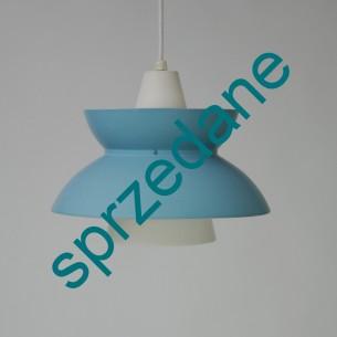Lampa Doo-Wop. Producent LOUIS POULSEN. Design JØRN UTZON. Kolor jasny błękit mat. Produkt duński.