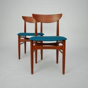 Para krzeseł tekowych z manufaktury SKOVBY. Ciekawa duńska forma. Produkt lat 60-tych.