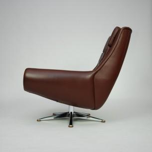 Efektowny, obrotowy fotel. Duński produkt z manufaktury ESA. Bardzo ciekawa forma w skórzanym, naturalnym wykończeniu.