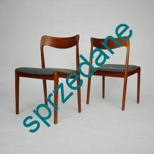 Para tekowych krzeseł. Efektowna modernistyczna forma. Piękne profilowane oparcie. Drewno tekowe olejowane. Produkt duński lat 60-tych.