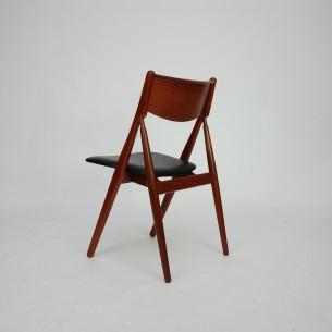 Unikatowe krzesło tekowe. Wyrafinowana minimalistyczna forma. Zmyślna konstrukcja. Lity tek olejowany. Oparcie ze sklejki fornirowanej. Poszycie ze skóry sztucznej. Wyjątkowy produkt lat 60 - tych.