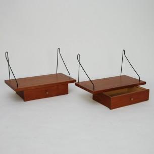 Zestaw półek ściennych. Fornir tekowy. Gałki mosiężne. Mocowanie metalowe. Duża półka gratis. Produkt duński lat 60-tych.