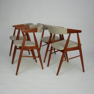 Set tekowych krzeseł. Piękna modernistyczna forma lat 60. Projekt  Aksel Bender Madsen. Drewno olejowane. Oryginalny produkt duński.