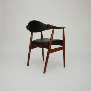 Modernistyczne krzesło z masywu tekowego. Piękna, efektowna forma lat 60-tych. Manufaktura FARSTRUP. Drewno olejowane. Skóra naturalna (wysokogatunkowa, półanilinowa). Oryginalny produkt duński.