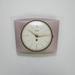 Zegar nakręcany. Porcelanowy.  Na dobrym chodzie. Nowy kluczyk w komplecie. Produkt niemiecki.