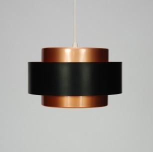 Modernistyczna lampa z kultowej wytwórni FOG & MORUP. Projekt JO HAMMERBORGH. Całość metalowa.
