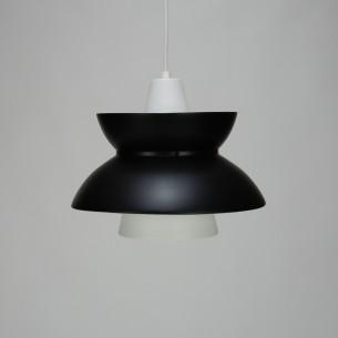 Lampa Doo-Wop. Producent LOUIS POULSEN. Design JØRN UTZON. Materiał aluminium. Kolor czarny mat. Produkt duński.