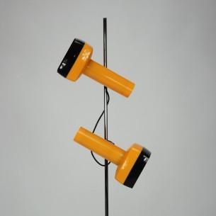 Unikatowa lampa z lat 70-tych. Plastikowe klosze na metalowej sztycy. Dowolna regulacja w pionie i w poziomie. Niezależne włączanie/wyłączanie każdego z kloszy. Produkt Duński.