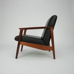 Prestiżowy fotel z masywu palisandru. Piękna forma i wykończenie. Skóra naturalna (wysokogatunkowa, półanilinowa). Drewno olejowane.
