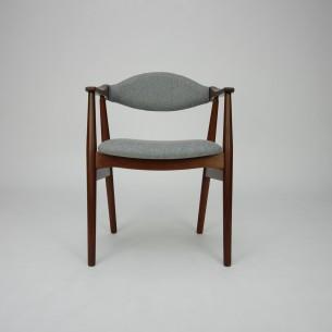 Modernistyczne krzesło z masywu tekowego. Piękna, efektowna forma lat 60-tych. Manufaktura FARSTRUP. Drewno olejowane. Poszycie z wełny meblowej. Oryginalny produkt duński.