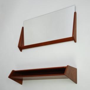 Unikatowe lustro z półką. Design AKSEL KJERSGAARD. Rama lustra z litego teku. Półka z masywu tekowego i forniru. Drewno olejowane. Oryginalny, sygnowany produkt duński.