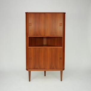 Duński kątnik. Bardzo ciekawa, minimalistyczna forma. Lity tek oraz fornir, olejowany. Półki z regulacją wysokości. Produkt duński lat 60-tych.