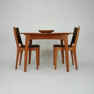 Set czterech krzeseł z masywu tekowego. Projekt JOHANNESa ANDERSENa dla ULDUM MOBELFABRIK. Oryginalny produkt lat 50/70