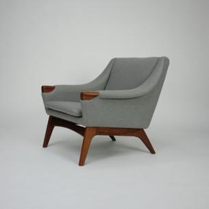 Piękny modernistyczny fotel. Efektowny projekt lat 60-tych. Nogi i wykończenie podłokietników z masywu tekowego. Poszycie z wełny meblowej. Oryginalny produkt duński.