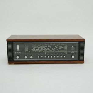 Amplituner z kultowej wytwórni Bang & Olufsen. Projekt Henning Moldenhawer. Palisander
